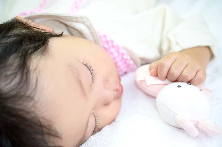 新生児 生理 的 黄疸 【看護師監修】新生児の黄疸|いつまで?長引く症状や原因、基準値や...
