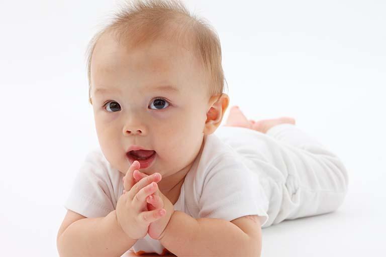 へこみ 赤ちゃん 後頭部